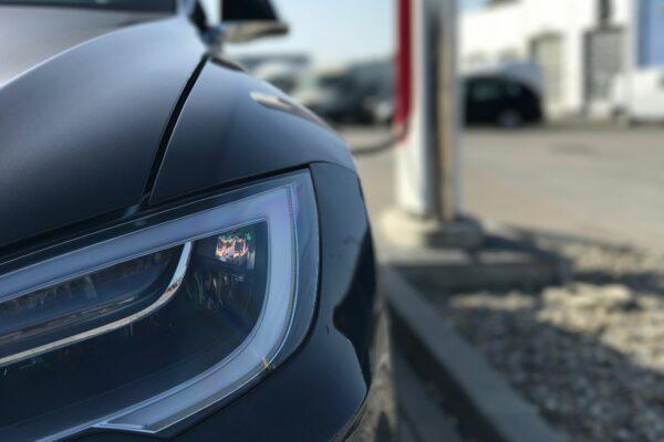 Hintergründe und Geschichte von Tesla