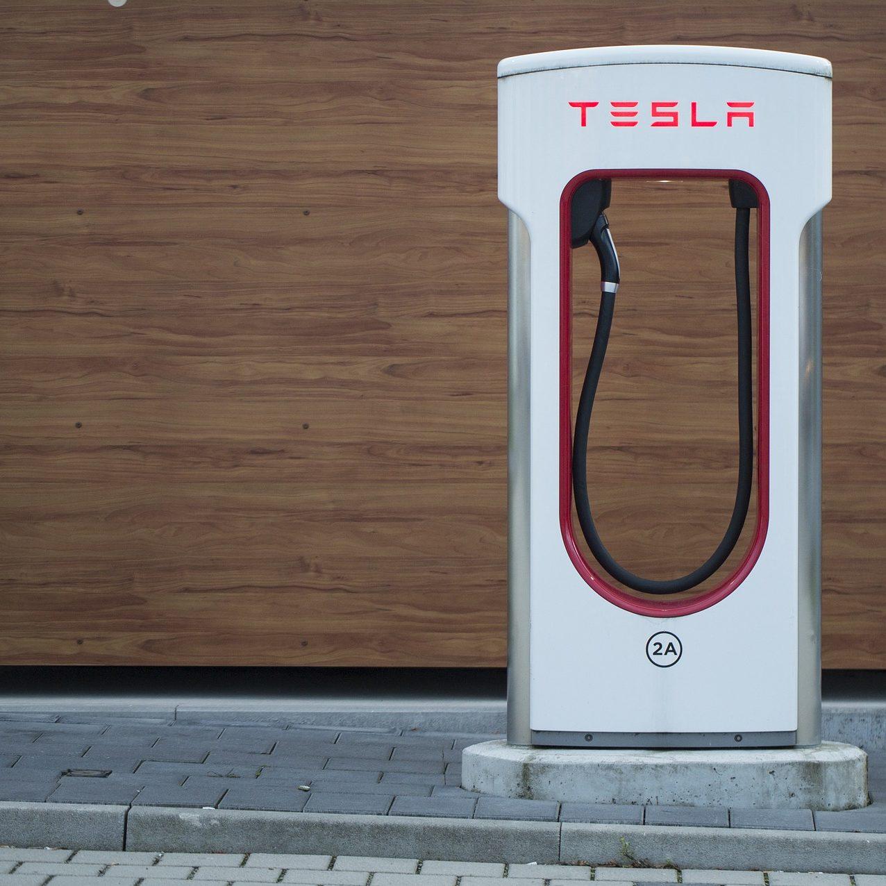 Mehr als zehntausend Tesla-Supercharger