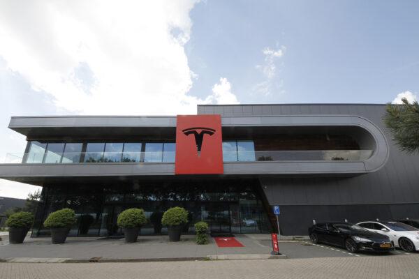 Zulassungszahlen brechen ein, nur Tesla verkauft mehr als im Vorjahr