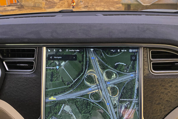 Größter Tesla Supercharger (V3) in der EU am Kreuz Hilden