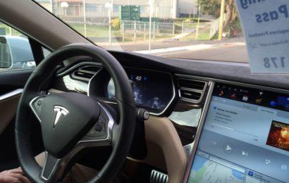 Tesla will noch dieses Jahr automatisches Parken per Upgrade ermöglichen