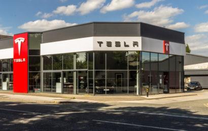 Tesla beurlaubt Angestellte wegen Covid 19