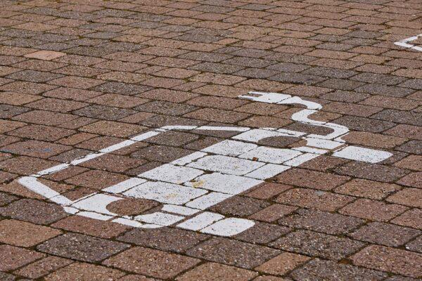 Falsches Parken auf E- Parkplatz kostet jetzt