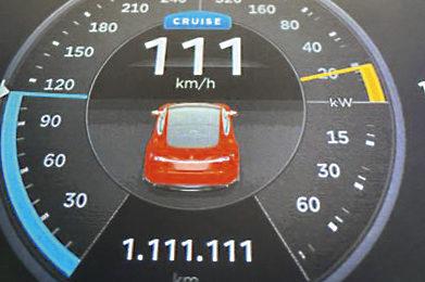 1.111.111 Kilometer Tesla