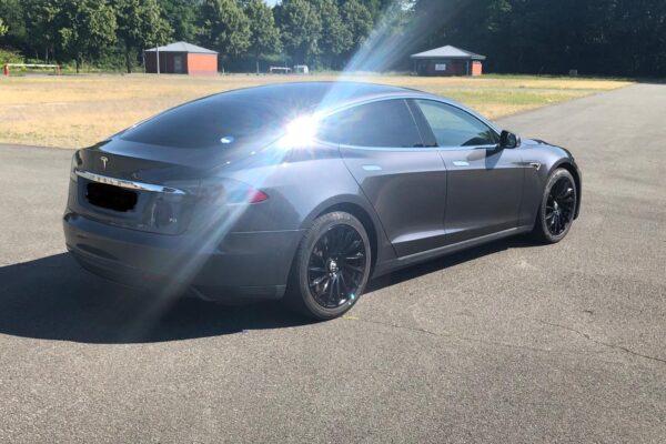 Schnäppchen: Tesla Model S 70