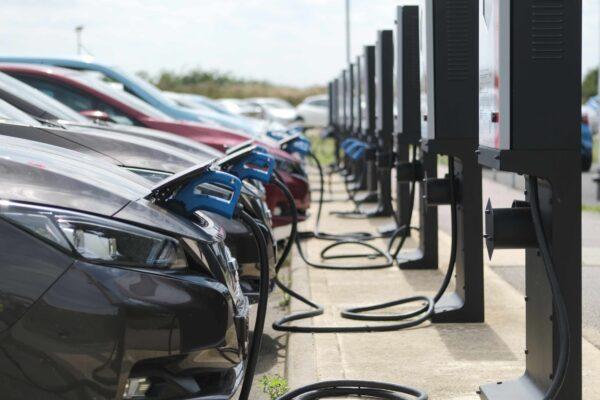 E.ON und Nissan testen bidirektionale Ladestationen