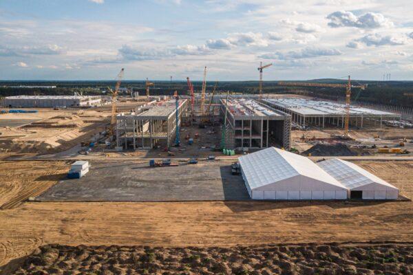 """Merkel freut sich über Tesla und sieht """"große Zustimmung"""" für Gigafactory"""