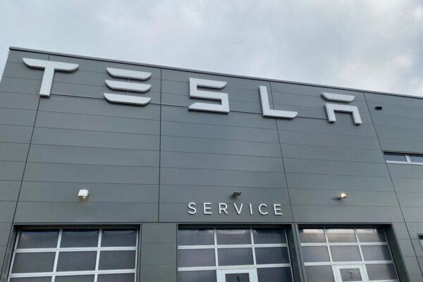 Größtes deutsches Tesla Center öffnet in Hamburg Helbingtwiete