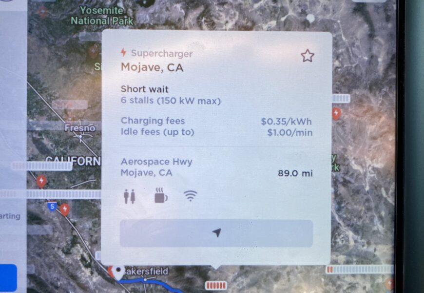 Tesla zeigt nun Wartezeit an belegten Superchargern an