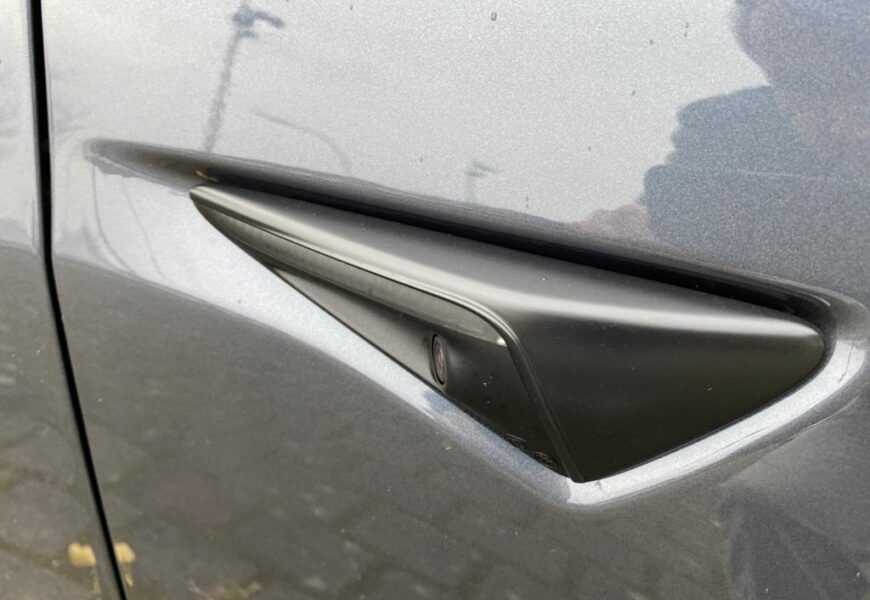 Chrome-Delete Tesla Model 3 aus Fremont eingetroffen