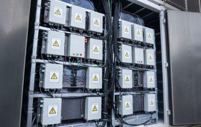 Batteriespeicher aus 72 Renault ZOE-Batterien geht in Betrieb