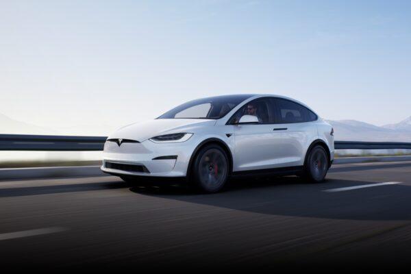 Erste Bilder und Infos zum neuen Tesla Model X und S