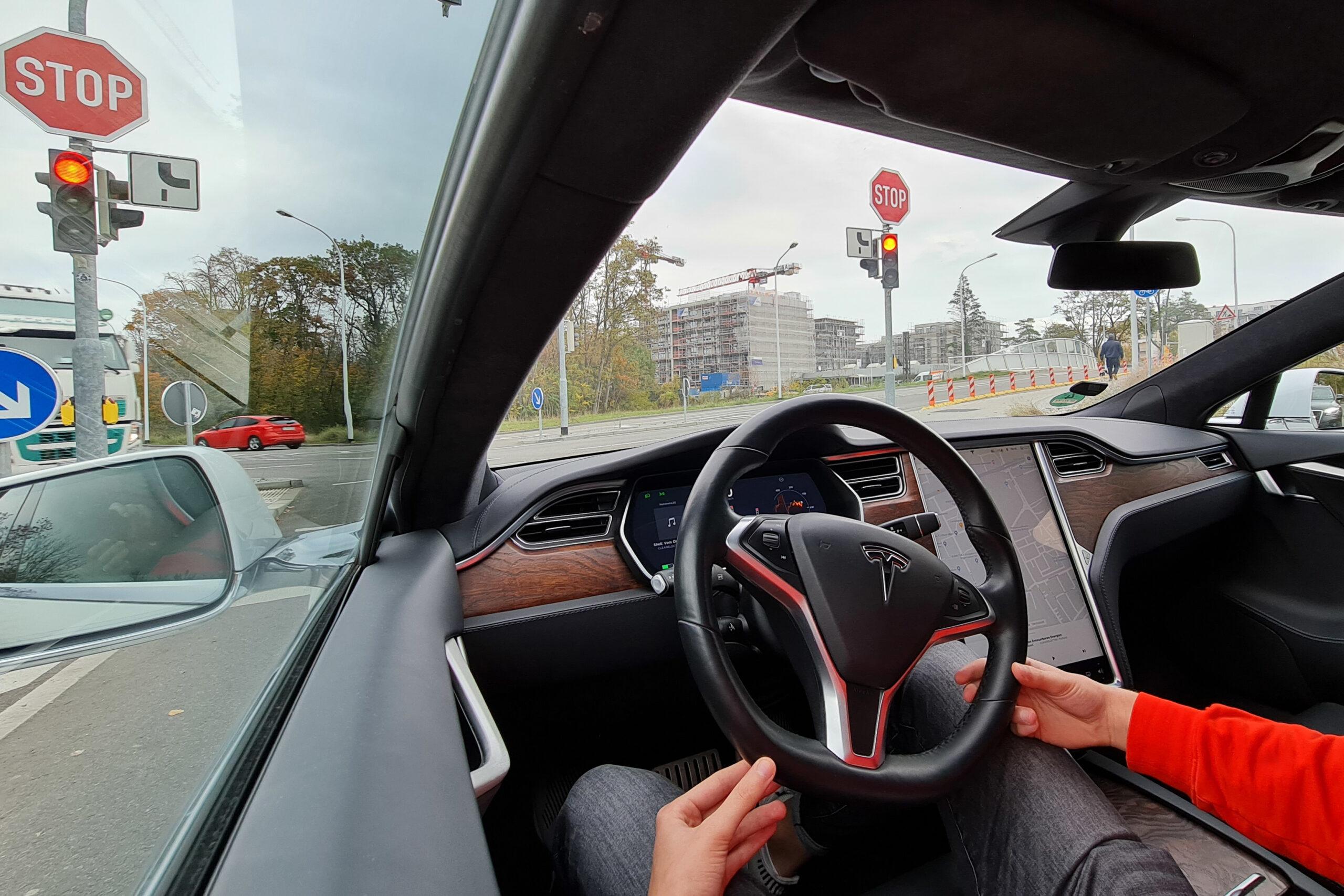 Autonomes Fahren bei Tesla