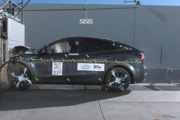 Tesla mit Autopilot sieben mal sicherer als andere Autos?