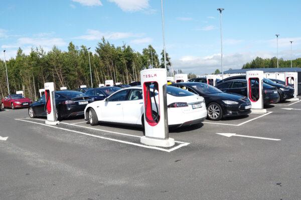 Über 1.000 Tesla-Supercharger in Norwegen