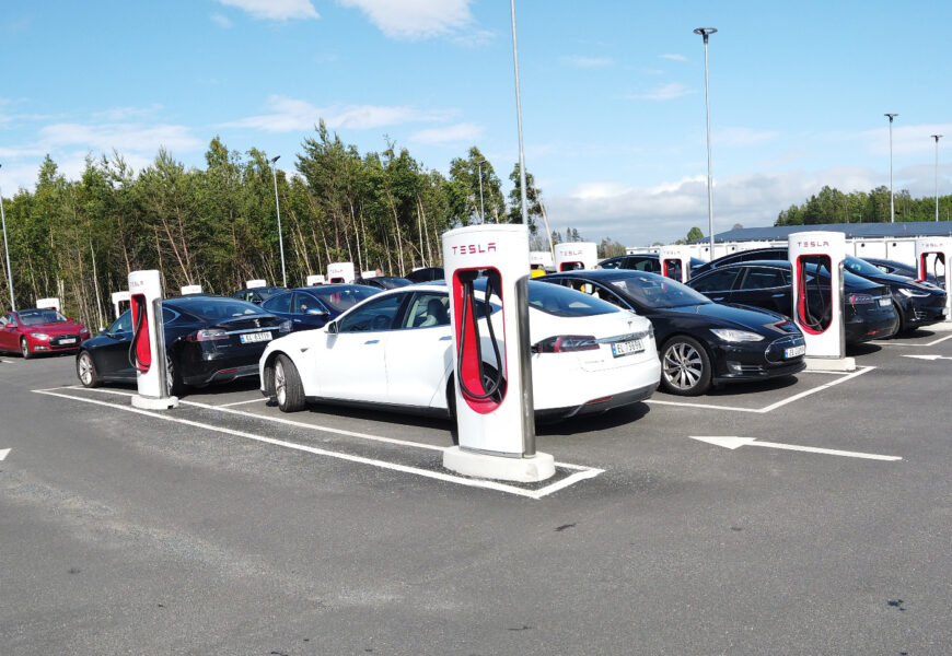 Über 1.000 Tesla-Supercharger in Norwegen