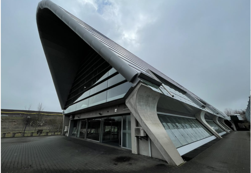 Erstes Tesla Center für das Ruhrgebiet eröffnet