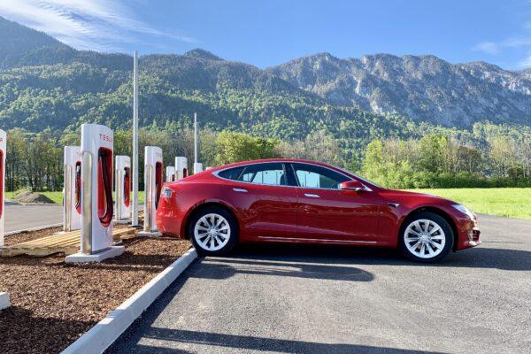 Tesla Supercharger Netzwerk überschreitet 600 Orte und 6000 Ladeplätze in Europa