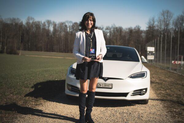 Die Tesla Fahrlehrerin