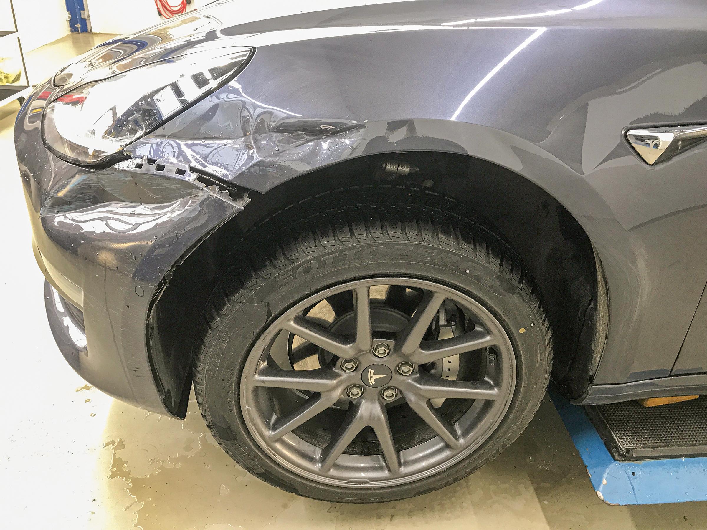 Tesla Reparatur