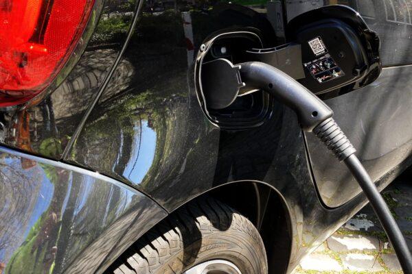 Mehr Elektromobilität kann Haushaltsstrompreise senken