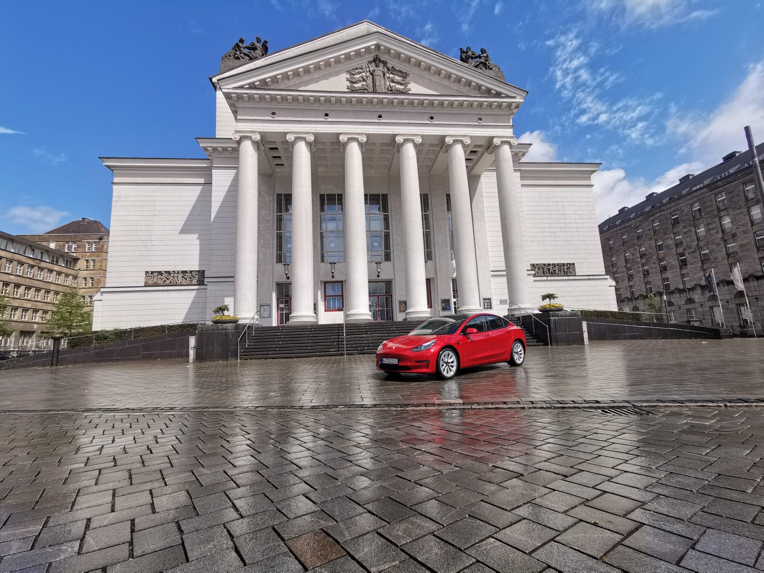 Tesla Model 3 in Duisburg