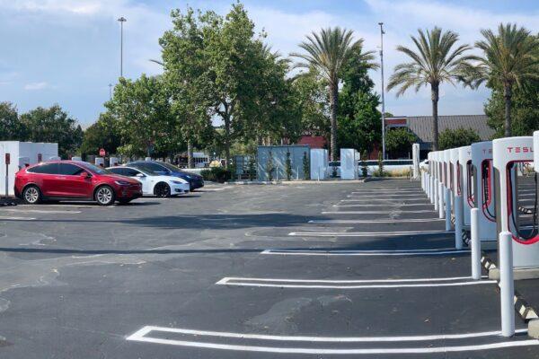 Tesla Supercharger Netzwerk wird für andere Elektroautos geöffnet