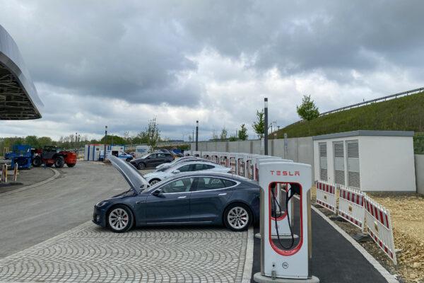 Teslas 2. Quartal in Europa: 700 neue Supercharger, 12 neue Standorte