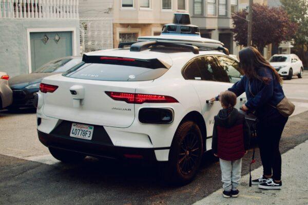 Waymo befördert in San Francisco Passagiere mit Robotaxis