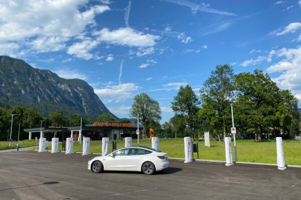 Tesla-News: neuer Auslieferungsstandort für München/ neue Supercharger