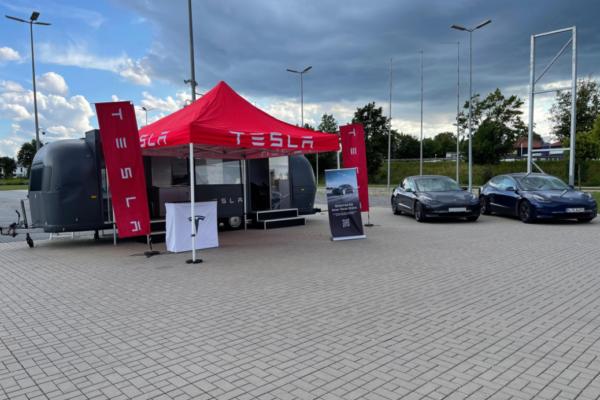 Tesla eröffnet Standort Regensburg mit Pop-up Store