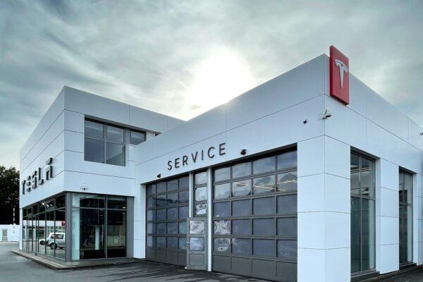 Tesla eröffnet Center in Bielefeld