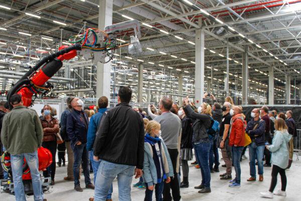 Fabriktour durch die Gigafactory Berlin-Brandenburg